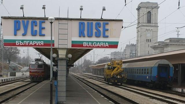 Задържаха на русенската гара мъжа, стрелял по бившата си във фризьорски салон (ВИДЕО)