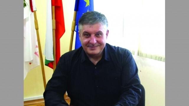 Лъчезар Яков, кмет на община Гулянци: Да отворим сърцата си за доброто!