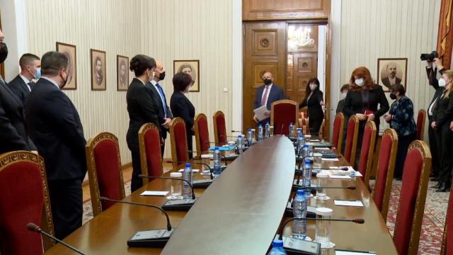 Румен Радев прати ГЕРБ да питат Цветанов защо говори за манипулации при изборите