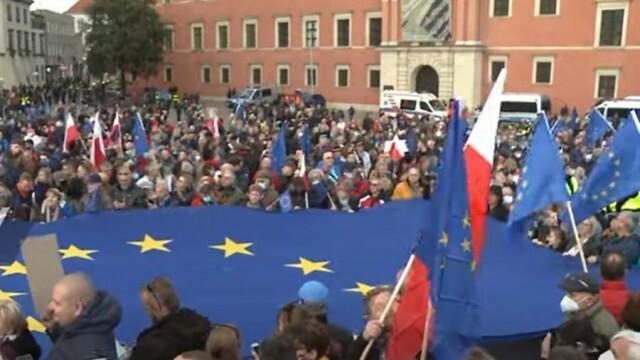Стотици хиляди поляци демонстрираха с лозунга