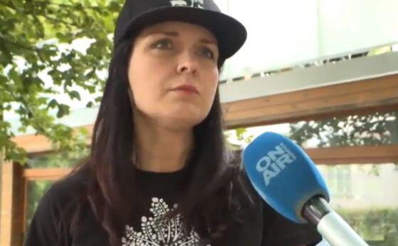 Жени Калканджиева отнесе 300 лева глоба за хвърлените яйца по комшиите, страхува се да не й направят магия
