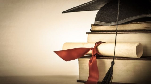 Важно от НАП за студентите, учещи в чужбина