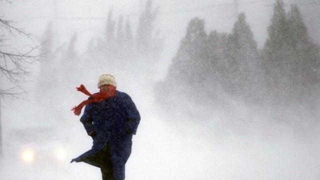 Жълт код за силен вятър в цялата страна, застудява
