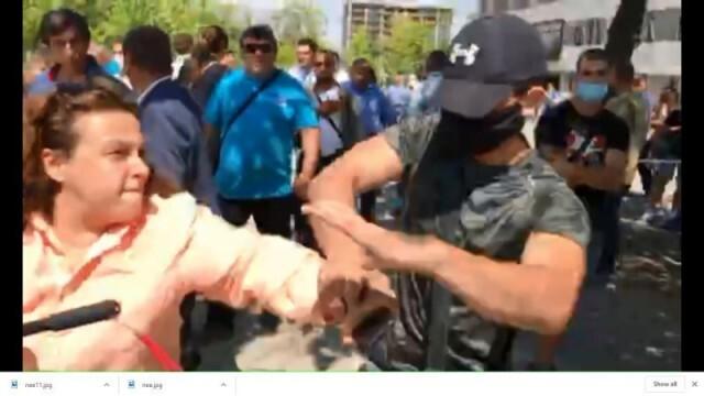Нападнаха журналистка по време на националната конференция на ПП ГЕРБ (ВИДЕО)