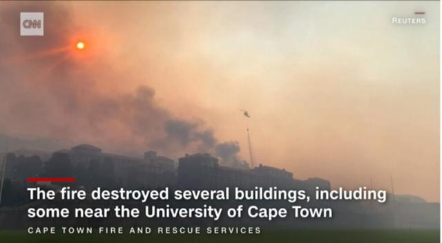 Пожар бушува в университета в Кейптаун, четири хеликоптера хвърлят водни бомби