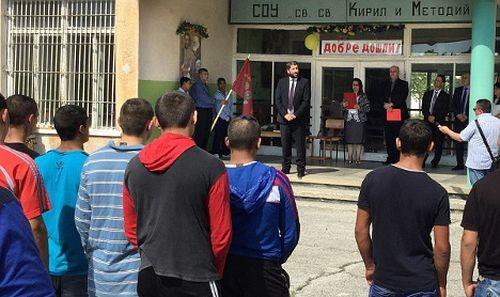 245 първокласници в затворите