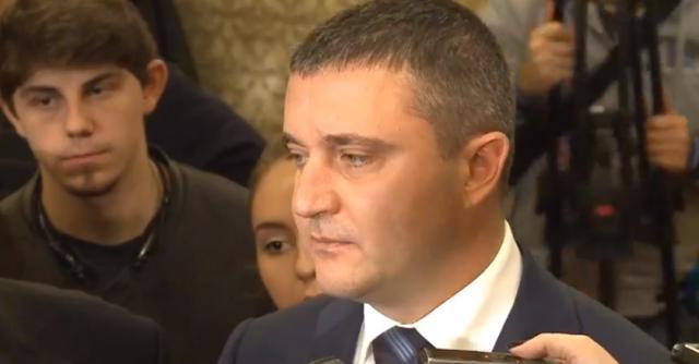 Горанов се разсърди на медиите, че го питат въпроси, по които той не иска да говори
