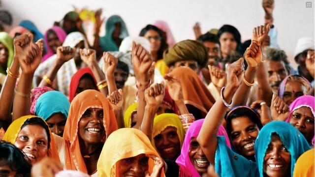 За назидание: Похотлив индиец ще пере и глади дамски дрехи половин година