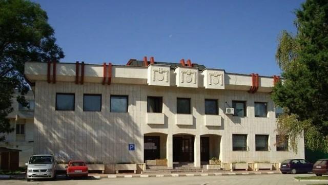 Общинският съвет в Гулянци купи и раздаде 1000 маски на различни институции