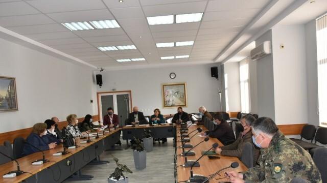 COVID: Община Ловеч е в тъмночервената зона, спира присъственото обучение в училищата