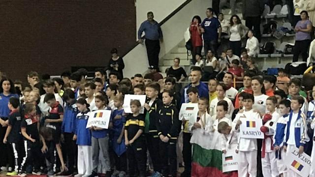 """Медали за """"Шото-Витяз"""" на международен турнир в Румъния"""