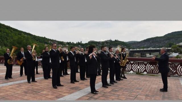 Общинският духов оркестър – Ловеч, с участие в юбилеен концерт на Христо Кидиков
