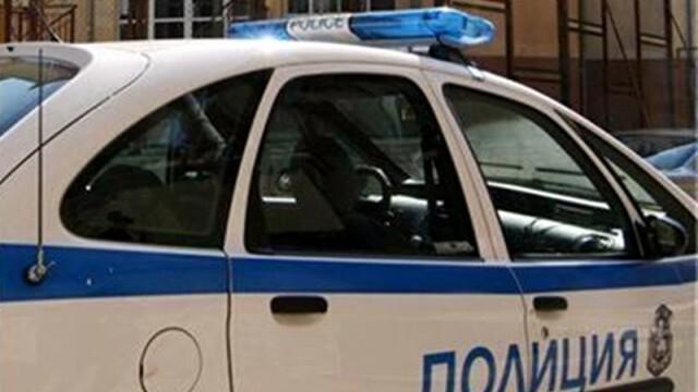 При гонка с полицията: Шофьор удари кола, вадят затисната жена от ламарините
