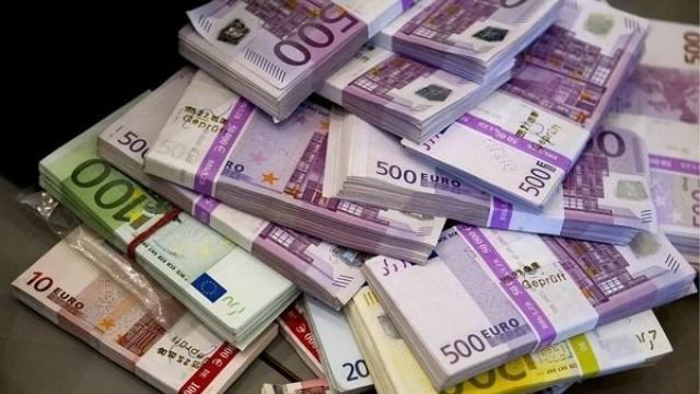 Намериха 400 000 евро, 150 000 лева и 3 кг злато в стена зад картина