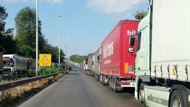 Изграждат нов буферен паркинг за тирове на 500 м от границата с Румъния
