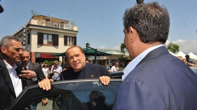 Гаф: Берлускони обърка митингите преди вота, даде рамо на противник