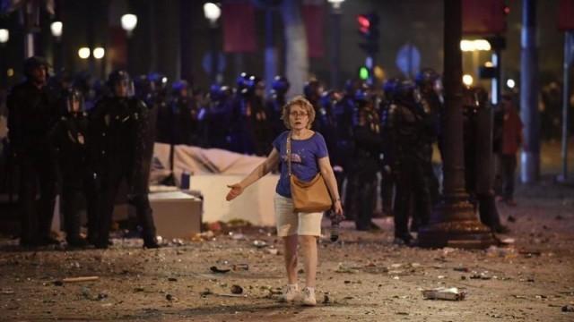 Радост и вандализъм в Париж след победата на Мондиала