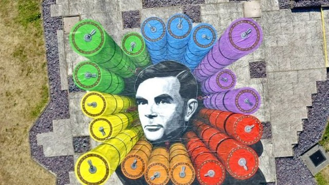 Шпионска спецслужба издигна огромна артинсталация в чест на математика Алън Тюринг (ВИДЕО)