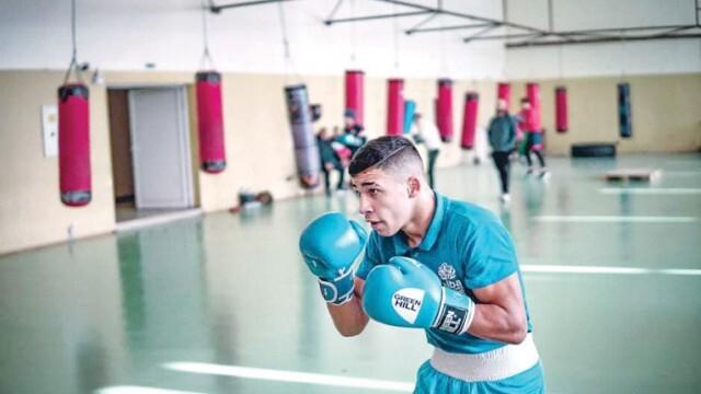 Радослав Росинов загрява за световното по бокс в Полша с лагер в Украйна