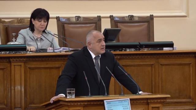 Борисов се отчита пред депутатите на извънредно заседание на парламента