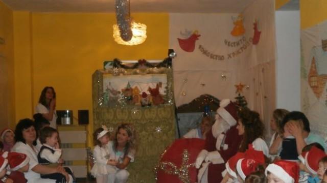Русе: Малчугани зарадваха Дядо Коледа
