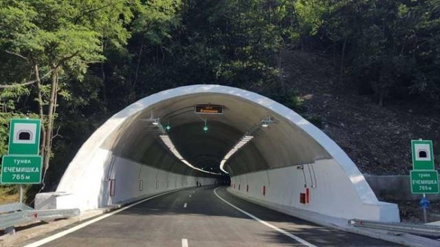 """Тръбата за Варна на тунел """"Ечемишка"""" затворена до 15 часа днес"""