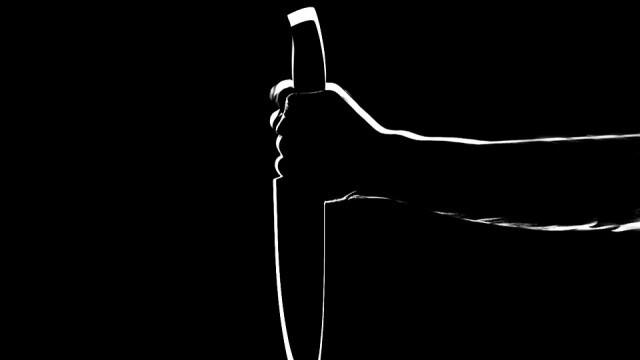 Трагедия! 14-годишен намушка с нож 13-годишно момиче, то почина в линейката