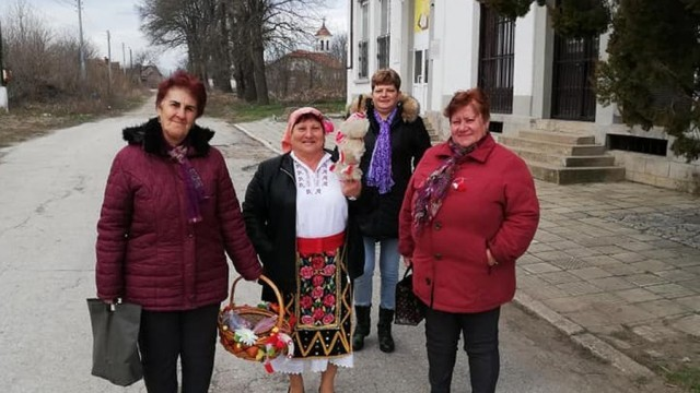 Баба Марта зарадва малки и големи в село Асеновци