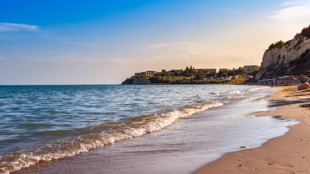 НИМХ: Жълт код за силен вятър над морето е в сила за три области в страната за днес