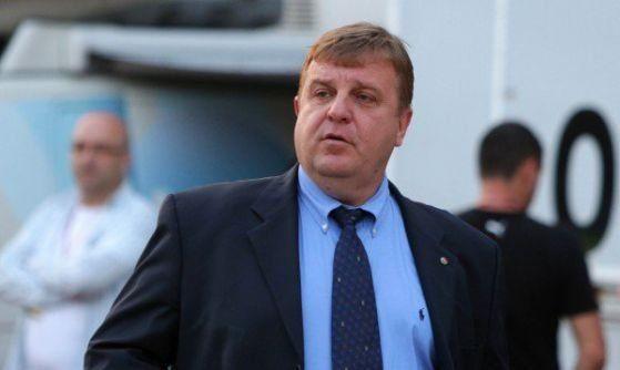 Каракачанов плаща 300 лева глоба за престоя си на пейката пред Народния театър