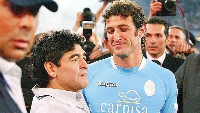 Фланелка на Марадона с №10 помага на Неапол с 55 000 евро