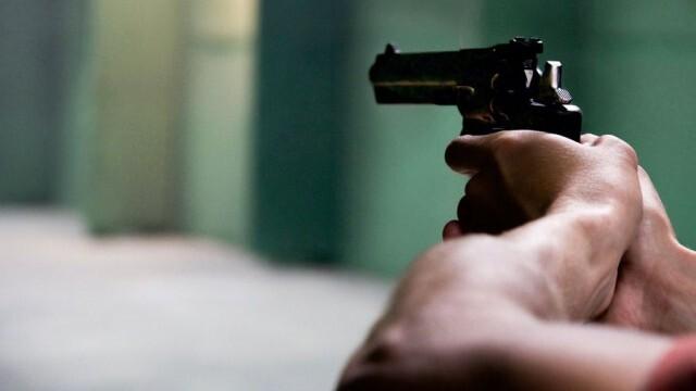 Откриха оръжието, с което мъж стреля по бившата си във фризьорски салон