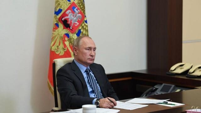 Путин разпореди да започне мащабна ваксинация в Русия за лекари и учители