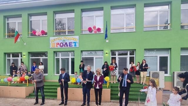 """Обновената детска градина """"Пролет"""" в Бяла отвори врати в Деня на детето"""