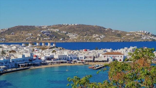 Гръцки остров без музика и с полицейски час заради ръст на COVID-19