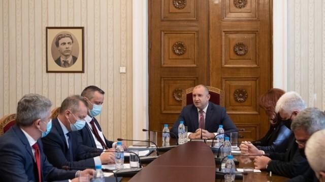 Румен Радев извика на среща шефовете на службите за сигурност