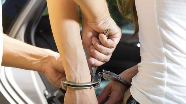 Германия: Арестуваха колумбийка с килограм кокаин в гърдите