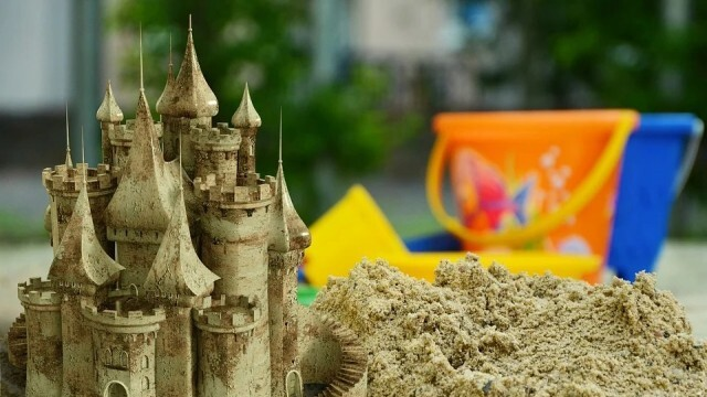 Освежават пясъчниците на детските площадки в Русе
