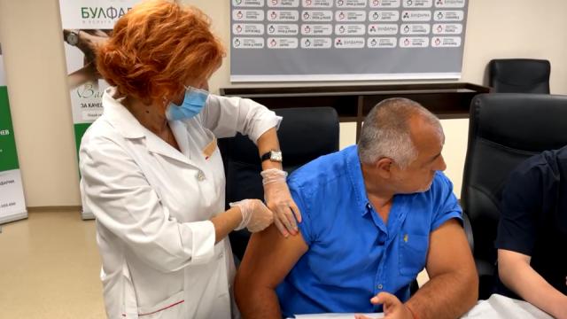 Борисов като премиер осигурил ваксини, като политически лидер призова за имунизация (ВИДЕО)