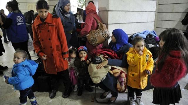 Македония с нови ограничения, пуска само бежанци от войната