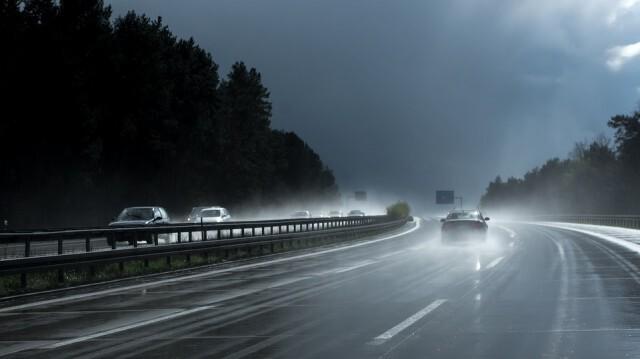 По-високи температури, интензивни валежи над Южна България