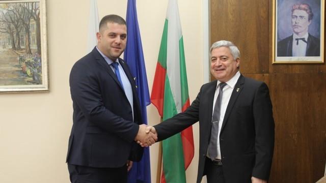 Старият и новият председател на Общински съвет-Русе проведоха среща