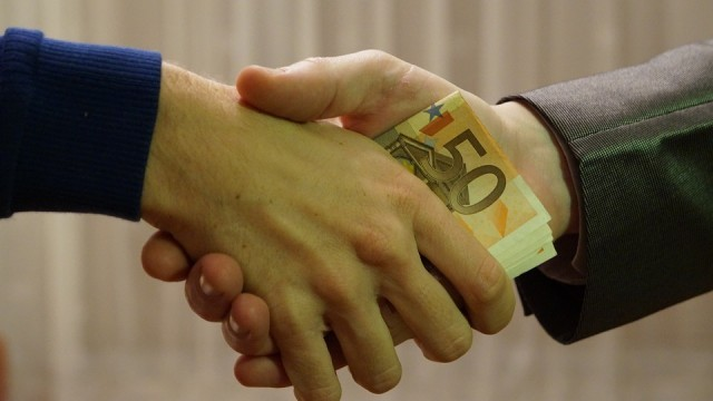 Закопчаха румънец, опитал да подкупи катаджия с 30 евро на пътя Русе - Бяла