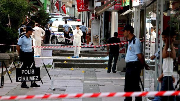 Истанбул: Застреляха жена-камикадзе при атака срещу дирекцията на полицията
