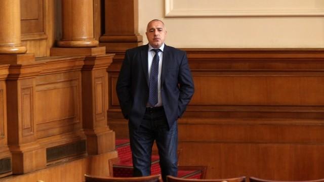 ПРЕДИ МИНУТИ: Премиерът Бойко Борисов внесе в НС оставката на ръководеното от него правителство