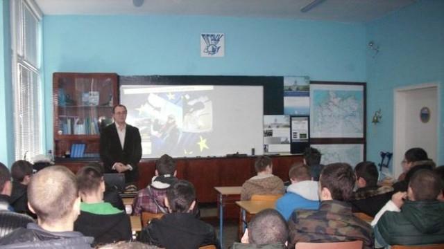 Русе: Криминалист и пътешественик поведе ученици на сървайвър