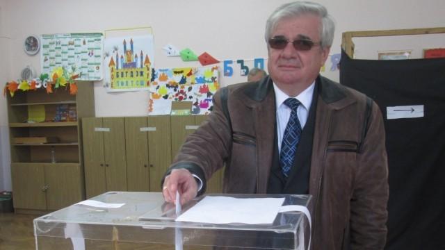 Плевен: Проф. д-р Димитър Стойков се отказва от мястото в Общинския съвет