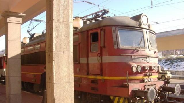 Синдикатите: 1500 души остават без работа заради спрените влакове