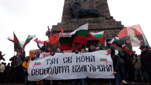 Близо 100 русенски воеводи празнуваха 3 март на Шипка
