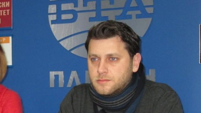 Актьорът Веселин Плачков става днес на 35